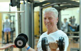 Musculação funciona para homens acima de 60? Vale a pena?
